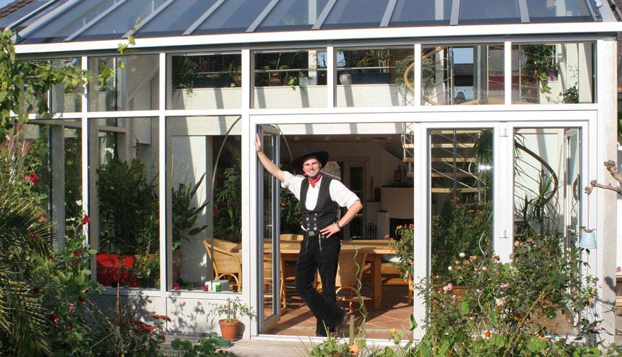 Sebastian Haindl vor Wintergarten